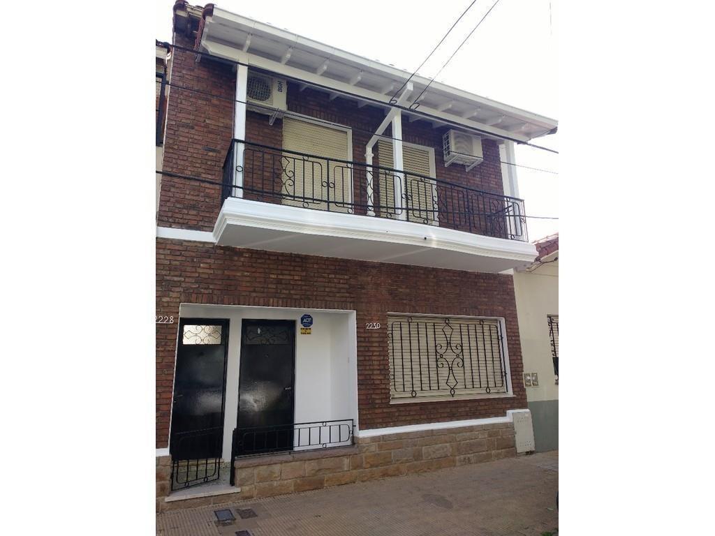 Solida casa en 2 plantas a 2 cuadras de Av. Maipu, Tren Mitre y quinta presidencial