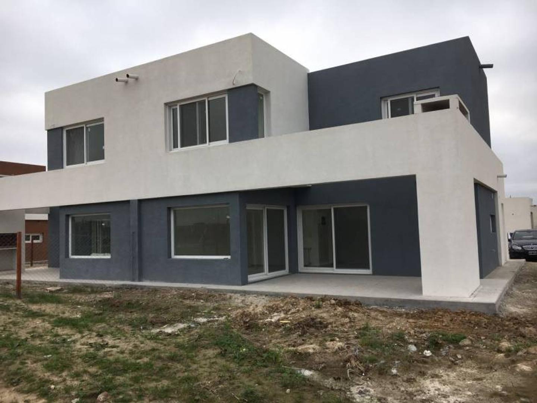 Casa en venta en Casas de Santa Maria, Villa Nueva