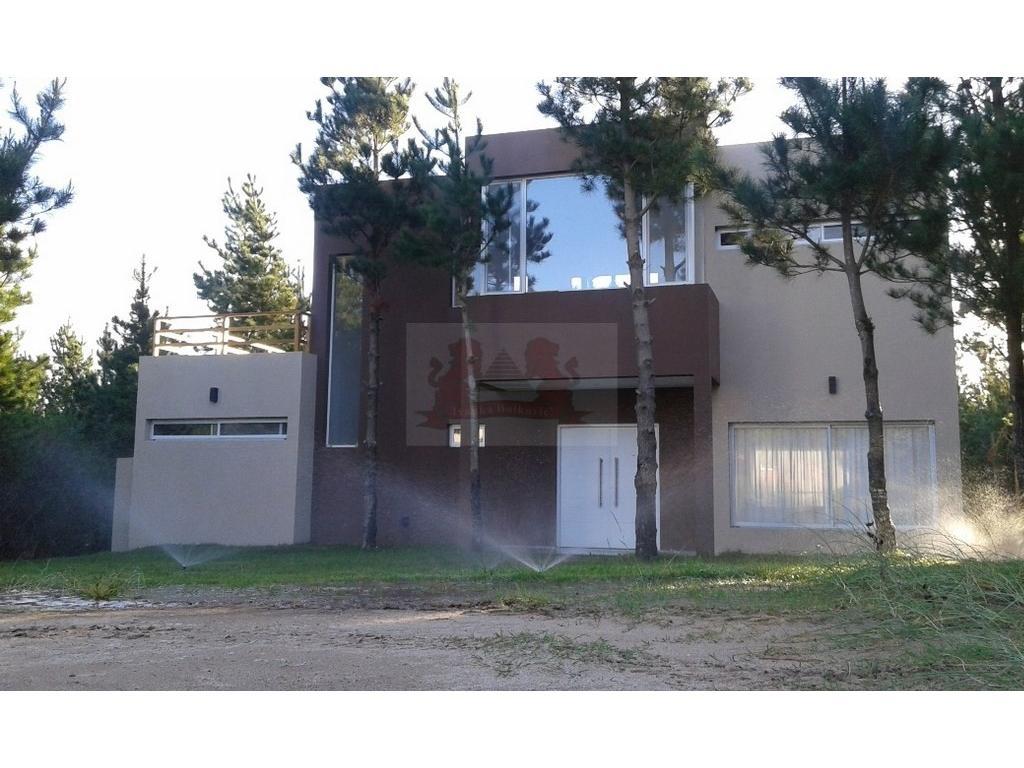 Casa Con Bosque Propio - Excelente Calidad De Construcción y diseño..Super Amplia.