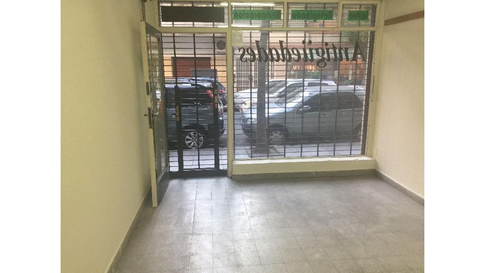 Dueño vende excelente local en Belgrano, Moldes y juramento. Apto mini- mercado