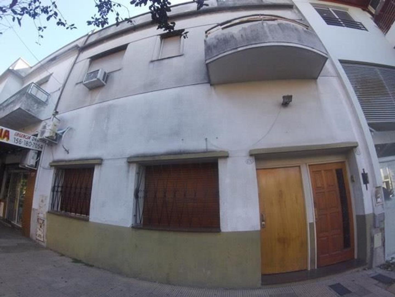 Depto Tipo Casa en Venta en Villa Luro - 4 ambientes