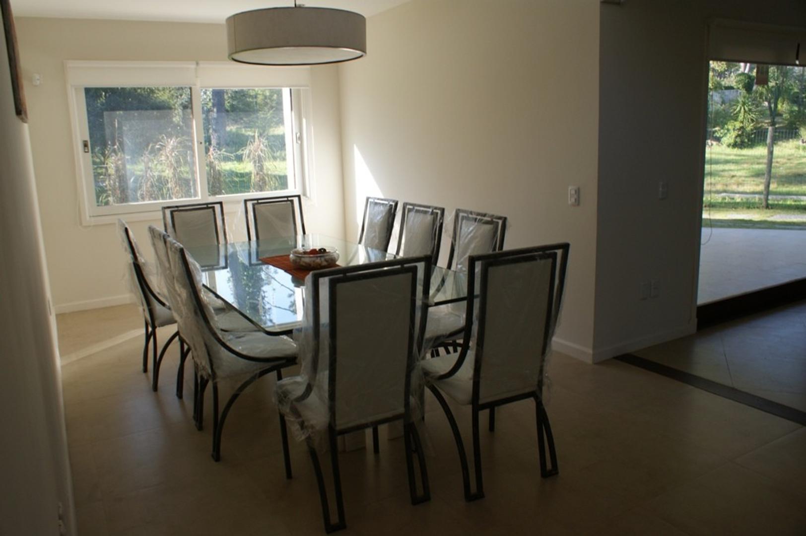 Casa - 330 m² | 3 dormitorios | 4 años