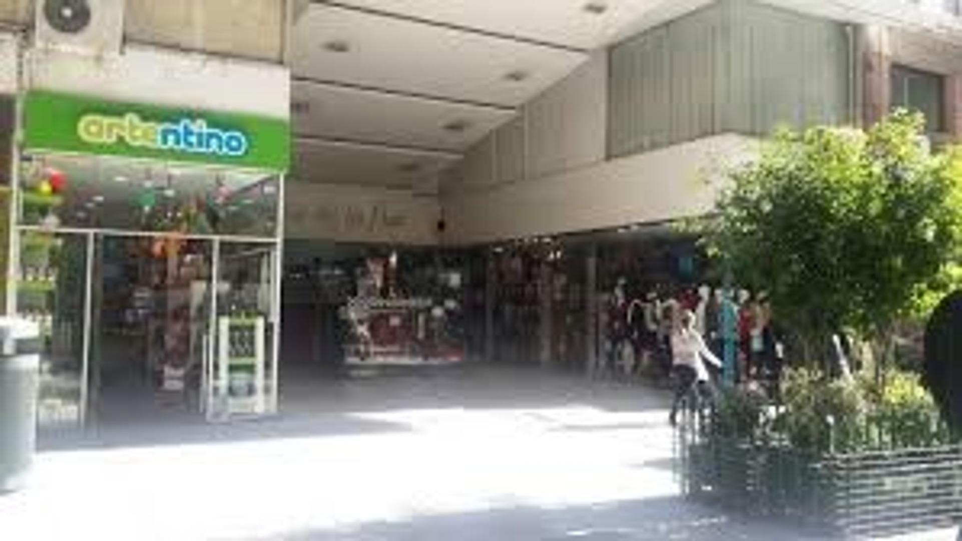 Muy Buen Local en la Galeria Mas Linda!! Sotano Pos Entrep Florida y Viamonte
