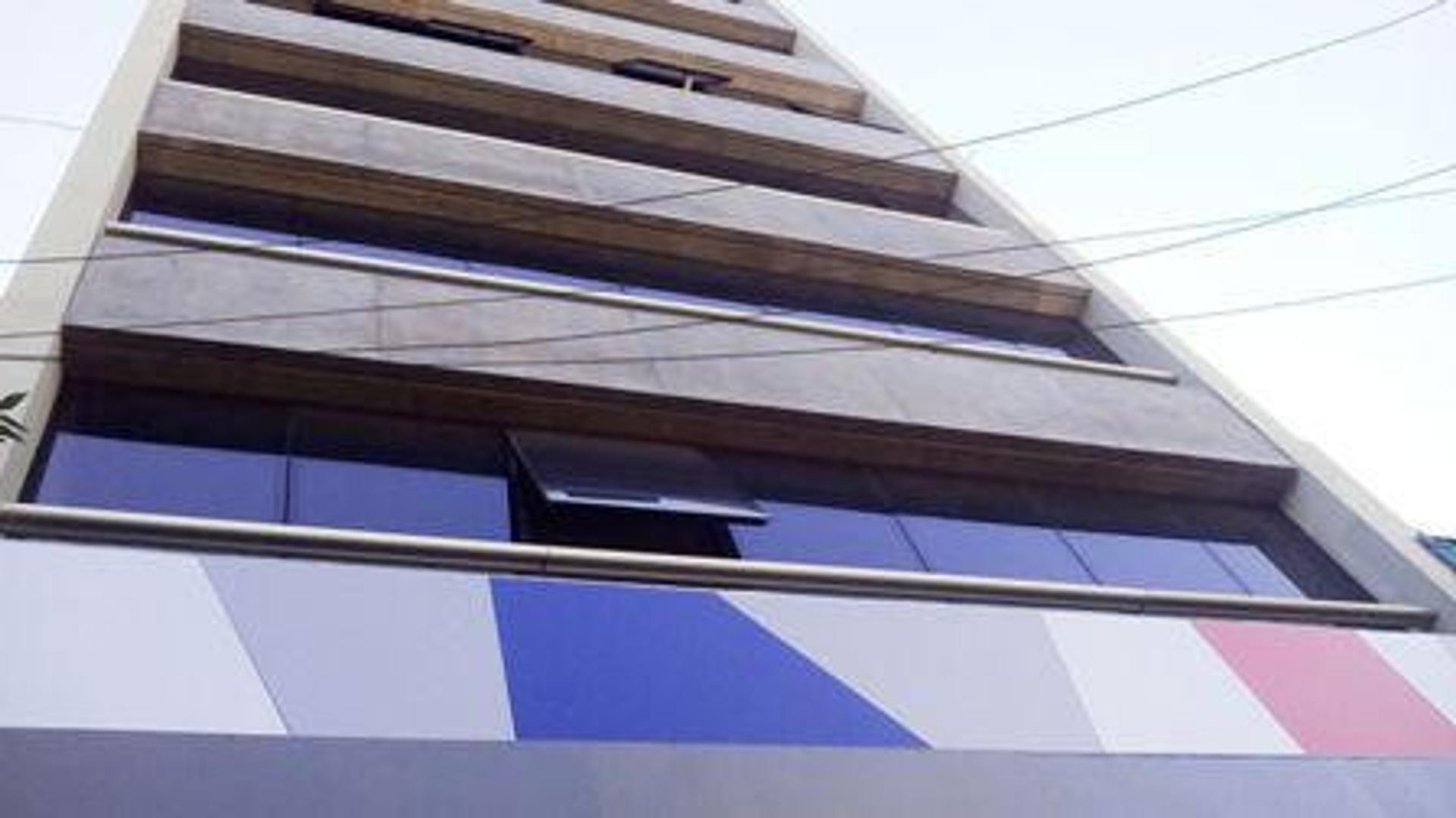 EXCELENTE LOCAL EN EDIFICIO OFICINAS - Avenida Cabildo 4700