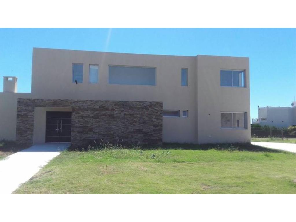Casa a la laguna en venta en el barrio San Benito, Villa Nueva, Tigre