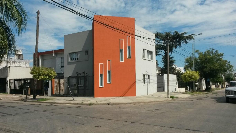 XINTEL(GPA-GPA-1468) Casa 4 ambientes *Apta Credito* Morón