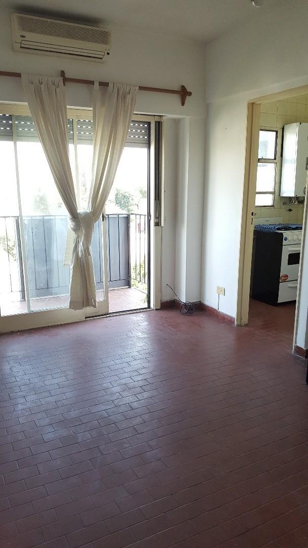 Monoambiente frente c/balcon y cocina