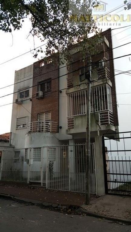 Hermoso Departamento 3 ambientes 2° piso por escalera al frente con Cochera fija cubierta y terraza