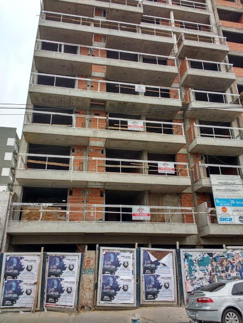 DEPARTAMENTO DE DOS AMBIENTES EN CONSTRUCCION: EN EL CENTRO DE VILLA BALLESTER