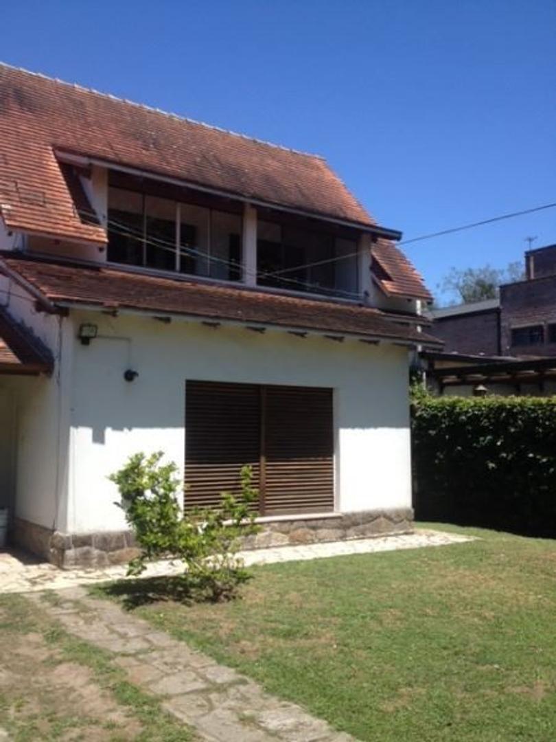 Casa en venta con tres dormitorios, amplio patio y pileta