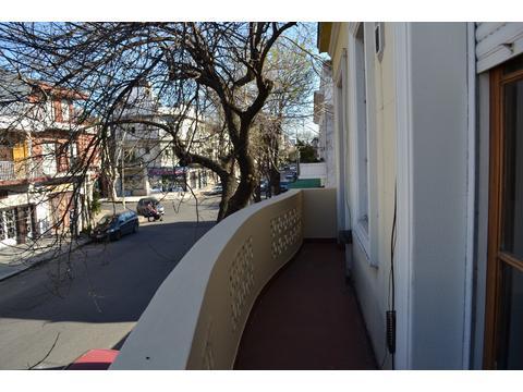 amplisimo !! balcon corrido ! bajas expensas - buena ubicacion