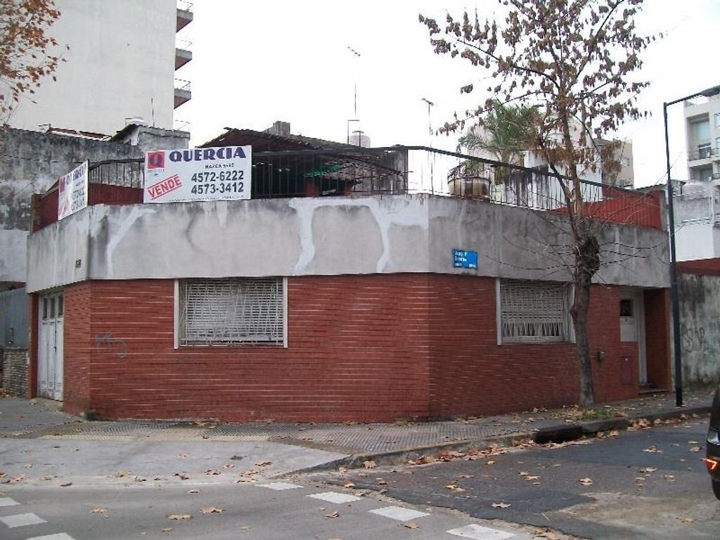 CASA 3 AMB. EN ESQUINA - GARAGE - TERRAZA - EXCELENTE UBICACIÓN!!