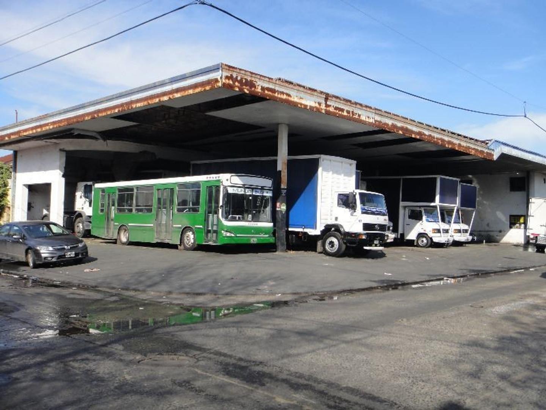 Local en Garibaldi y Ocampo. V. Luzuriaga
