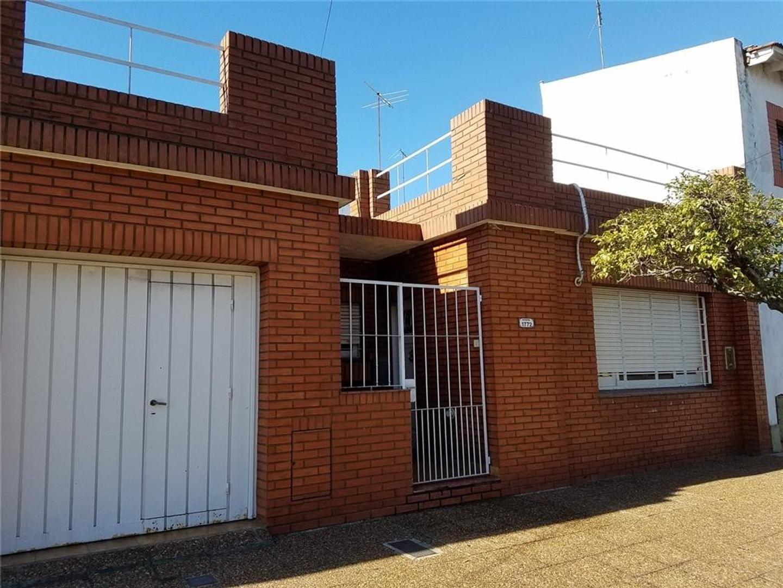 Casa en venta de 3 ambientes con fondo, terraza y garage
