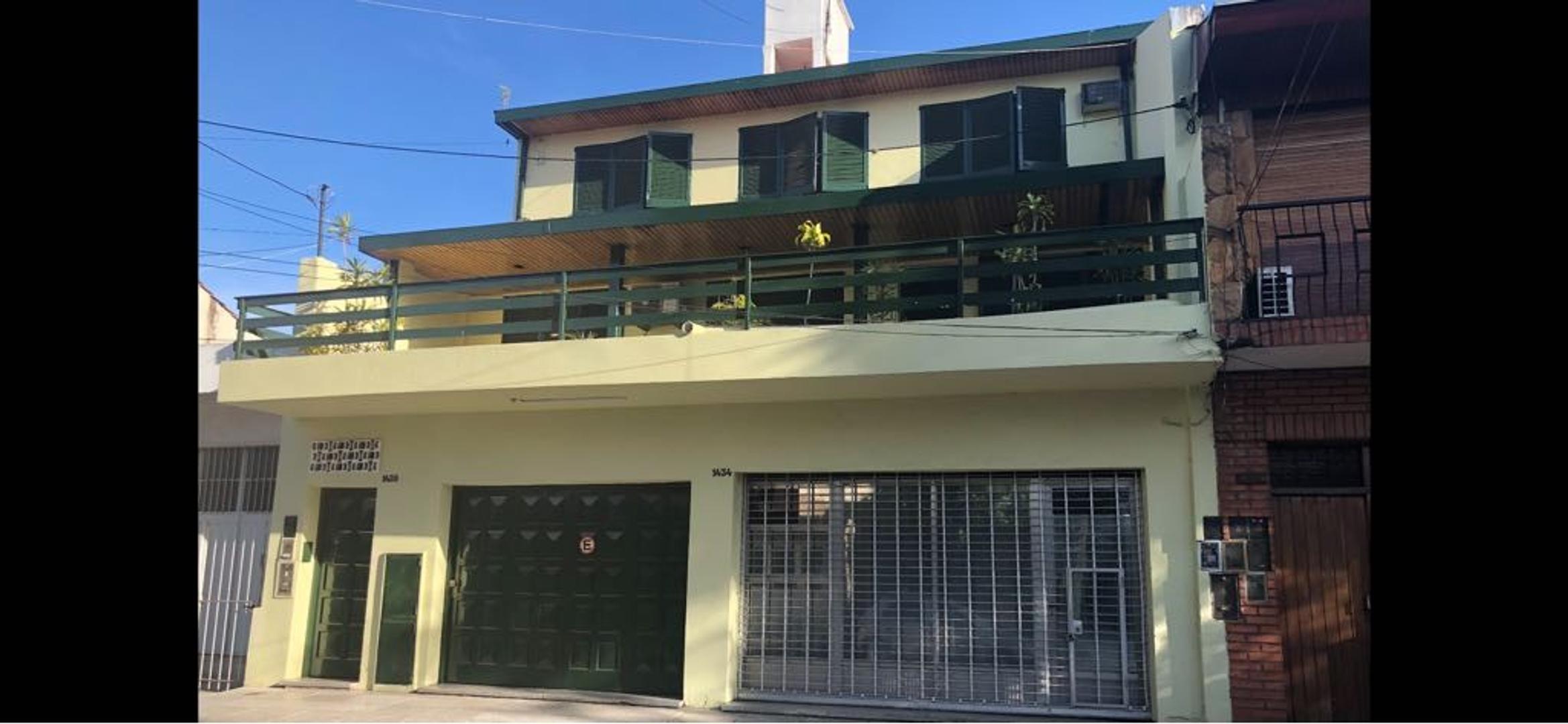 PH con 3 dormitorios, living comedor, cocina separada. Lavadero independiente. Terraza.
