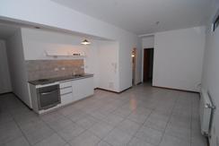 Depto 1 dormitorio 4to piso muy luminoso, con vista plaza Malvinas, en excelente edificio del 2012.