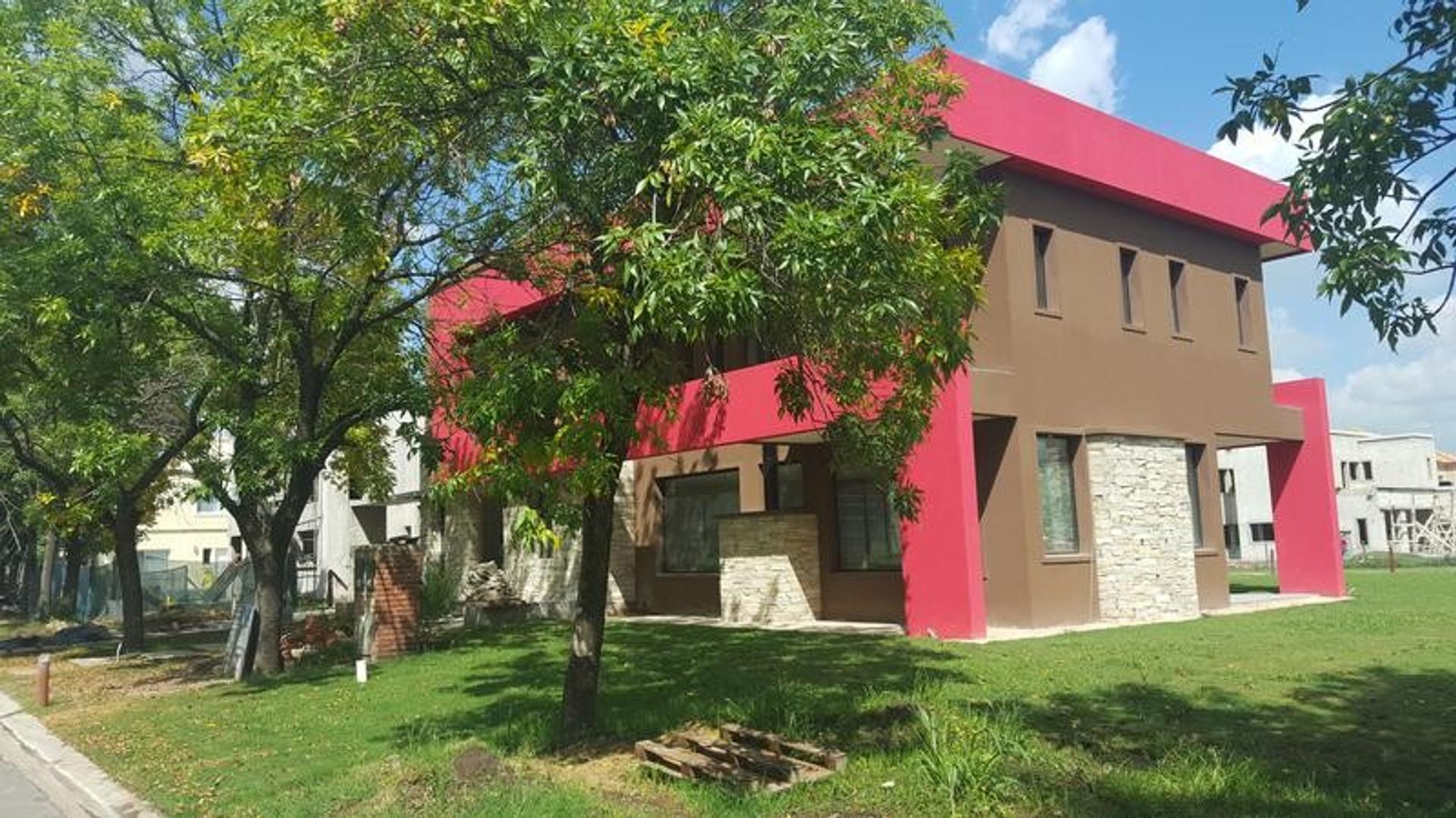 Excepcional propiedad de 5 dormitorios a Estrenar en Brisas de Adrogué.
