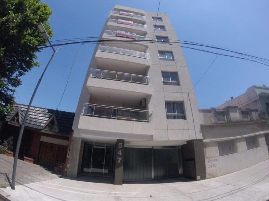 Semi Piso 3 amb c/fte con balcon