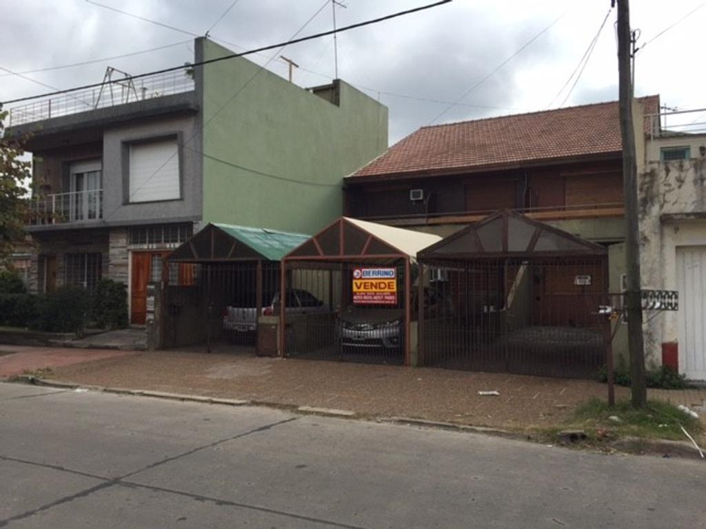 Triplex de 4 ambientes - Quilmes Este