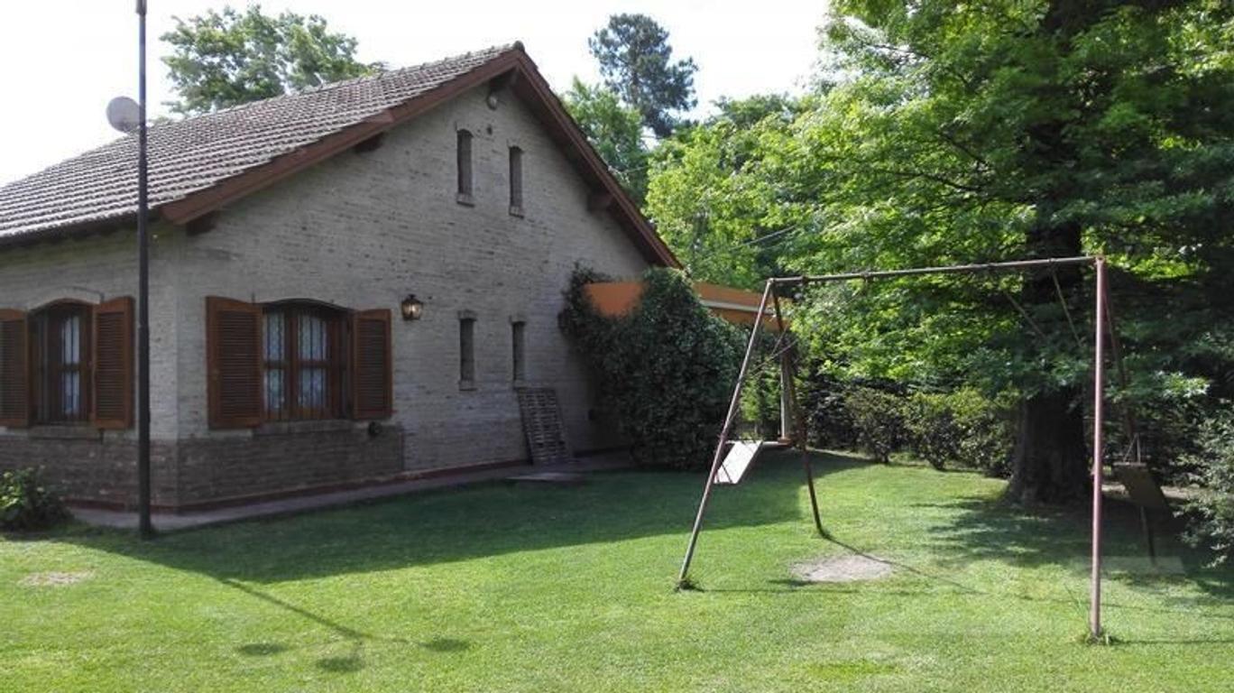 Casa quinta ubicada sobre tres lotes que suman aproximadamente 1500 m2
