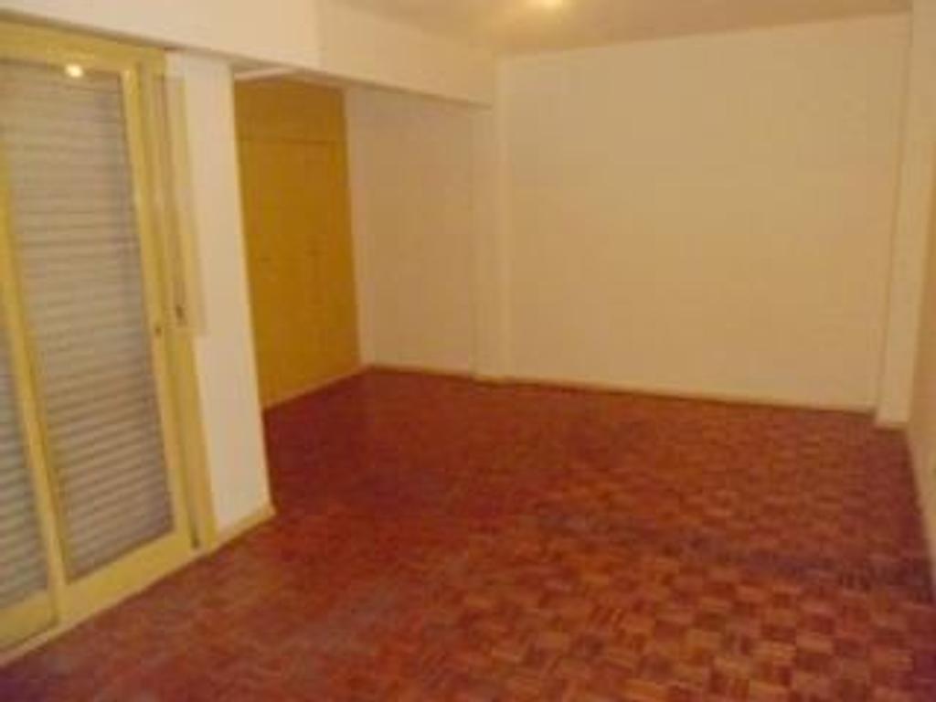 **** RESERVADO ****** 1 ambiente cocina y baño completo, balcón y lavadero.-