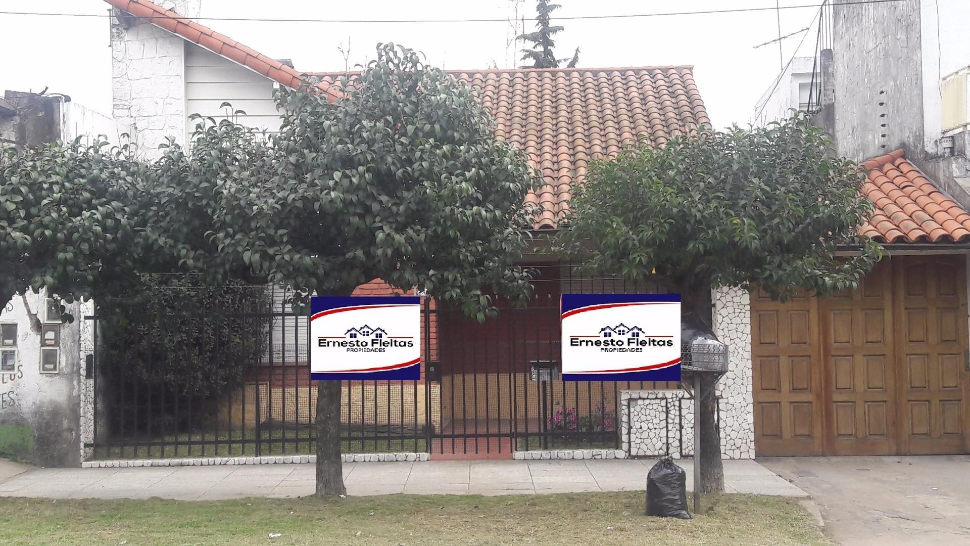 2 Casas De 4 Amb. En Lote De 10x30. Excelente Propiedad!!! I. Casanova a metros de metrobus APTO CTO