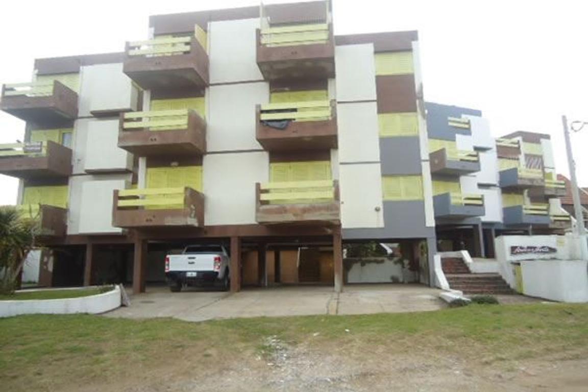Depto 2 ambientes 3º piso  cochera Zona norte
