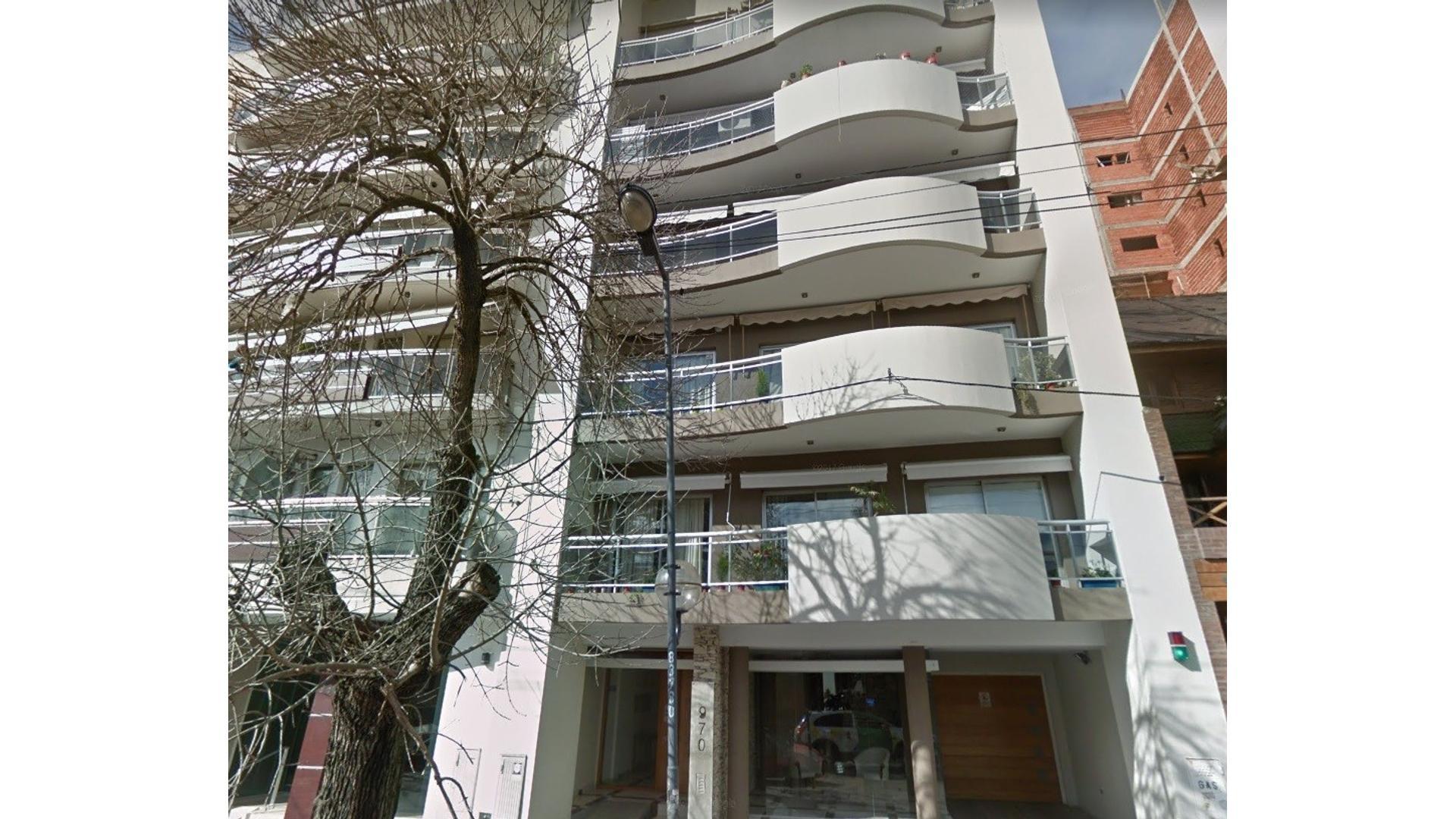Departamento tipo dúplex de dos dormitorios y terraza propia.
