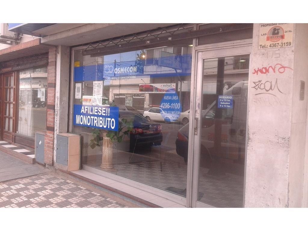 EXCELENTE LOCAL CENTRICO DE MONTE GRANDE!!!A METROS DE LA PLAZA!!! ZONA SUPER COMERCIAL!!!