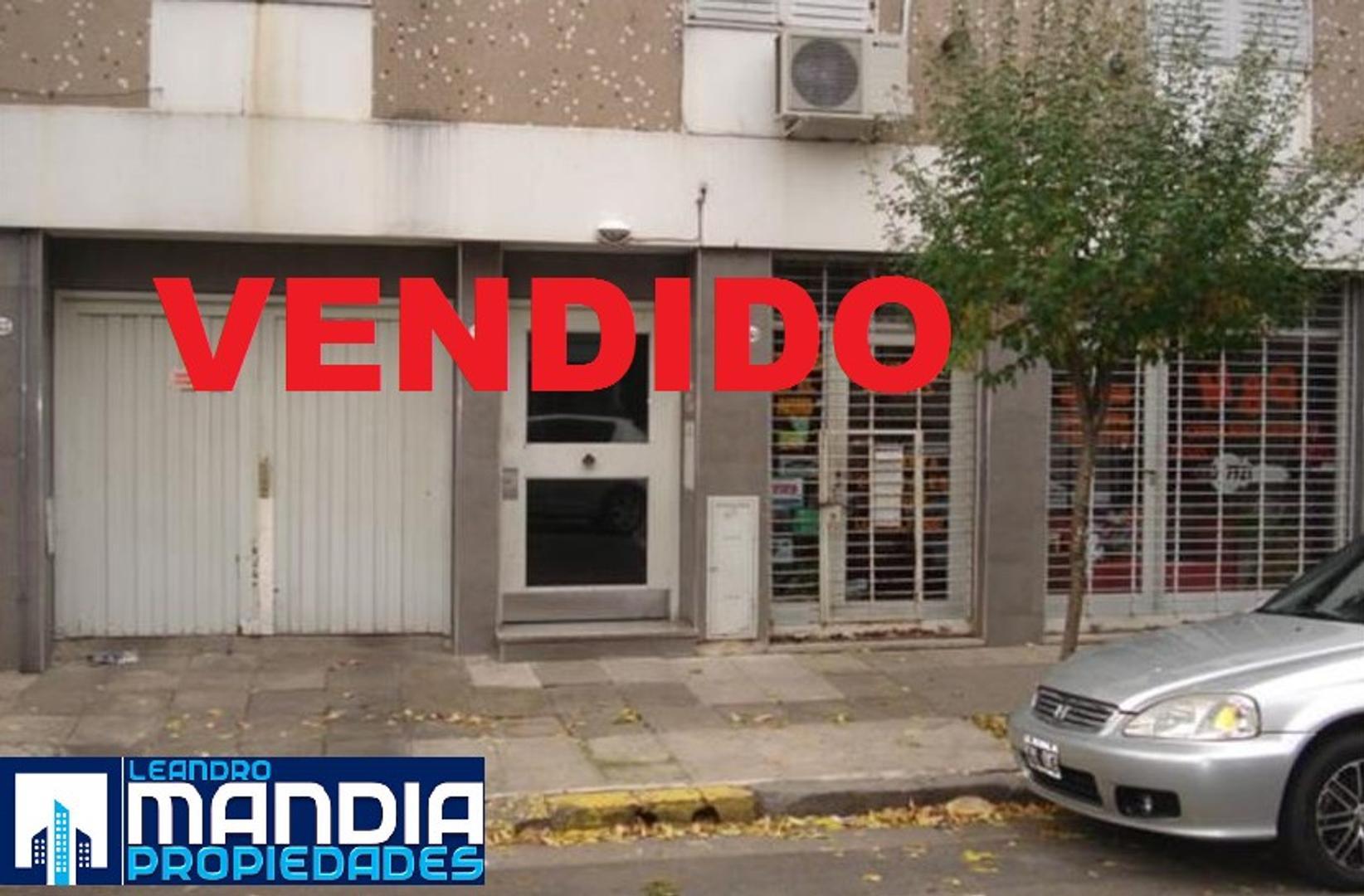 Monoambiente con cocina Independiente. Muy luminoso!!