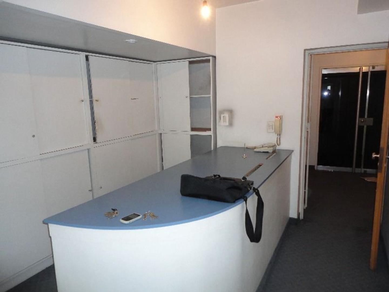 Oficina con muy buena distribución y excelente ubicación