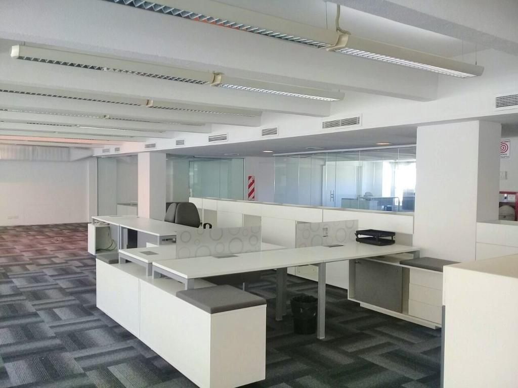 Excelente piso de oficinas de 740 m2 + 5 cocheras  fijas en Venta