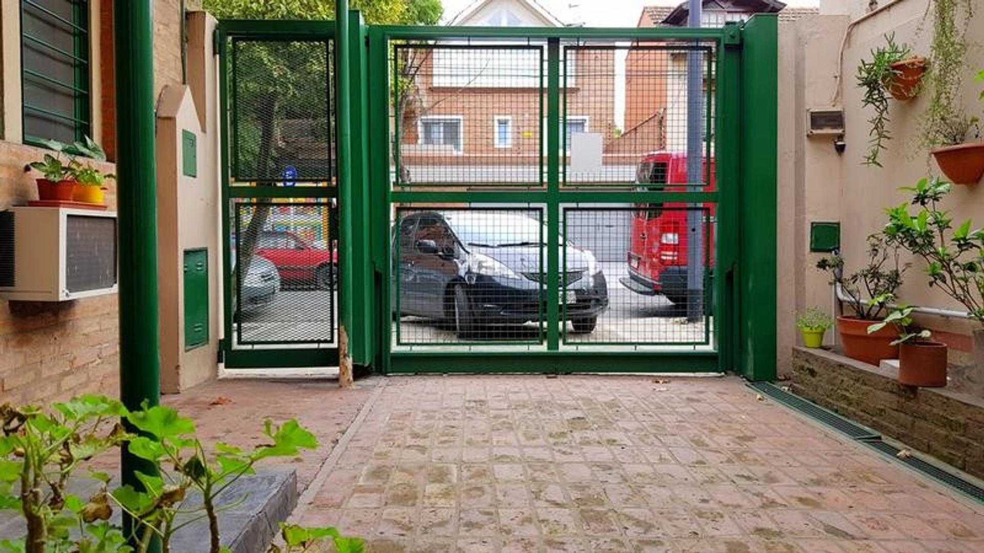 Casa en Nuñez - 4 dormitorios - Jardín - Piscina - Garage