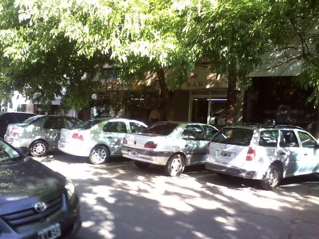 Muy buenos locales  - San Isidro
