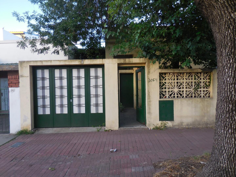 Casa con 4 dormitorios sobre lote de 8,66 X 22,50 mts. Zonificación E3