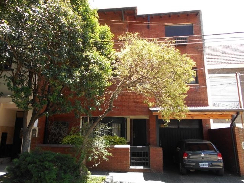 Vicente Lopez , chalet s/ lote de 8.. x 43.81, sup cubierta de 325 m2 aprox, 4 dorm, 2 suites, playr