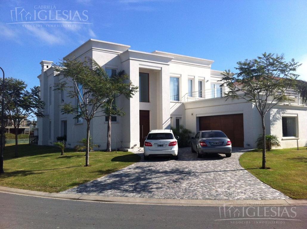 Imponente casa en Venta con  diseño , confort y construcción de primera calidad en Lagos del Golf, N