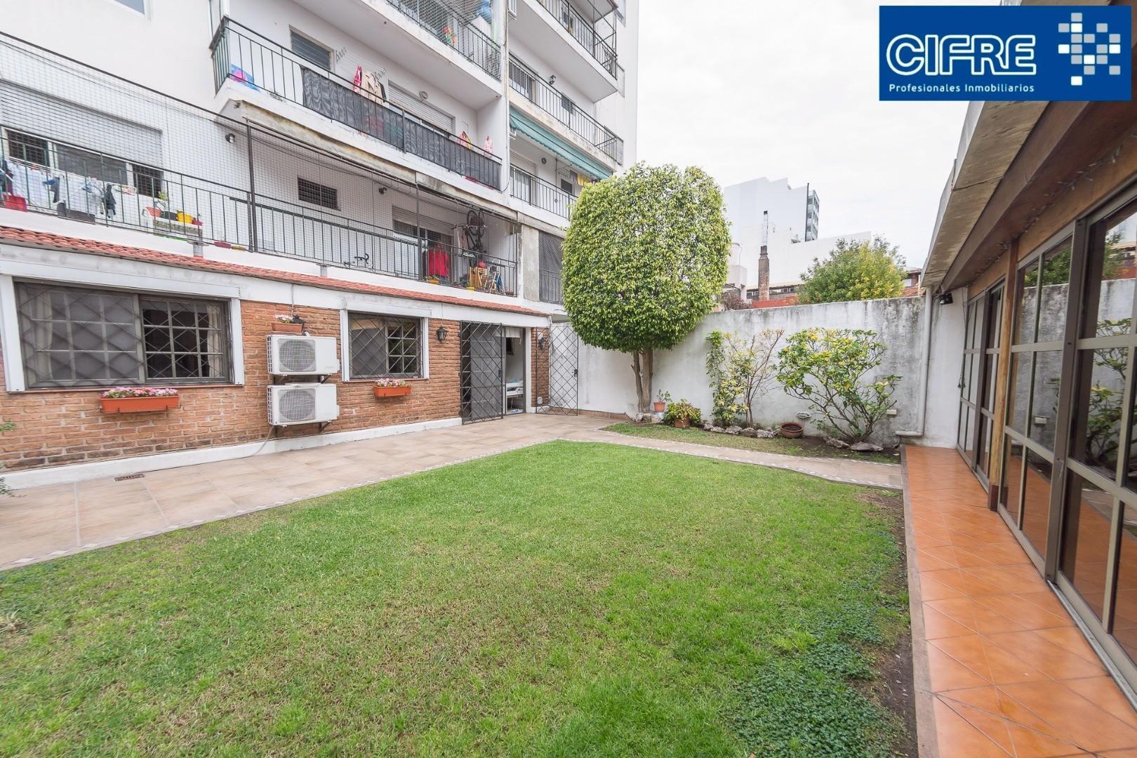 Departamento 4 ambientes con jardin y quincho propio ( Suc.Urquiza 4521-3333 )