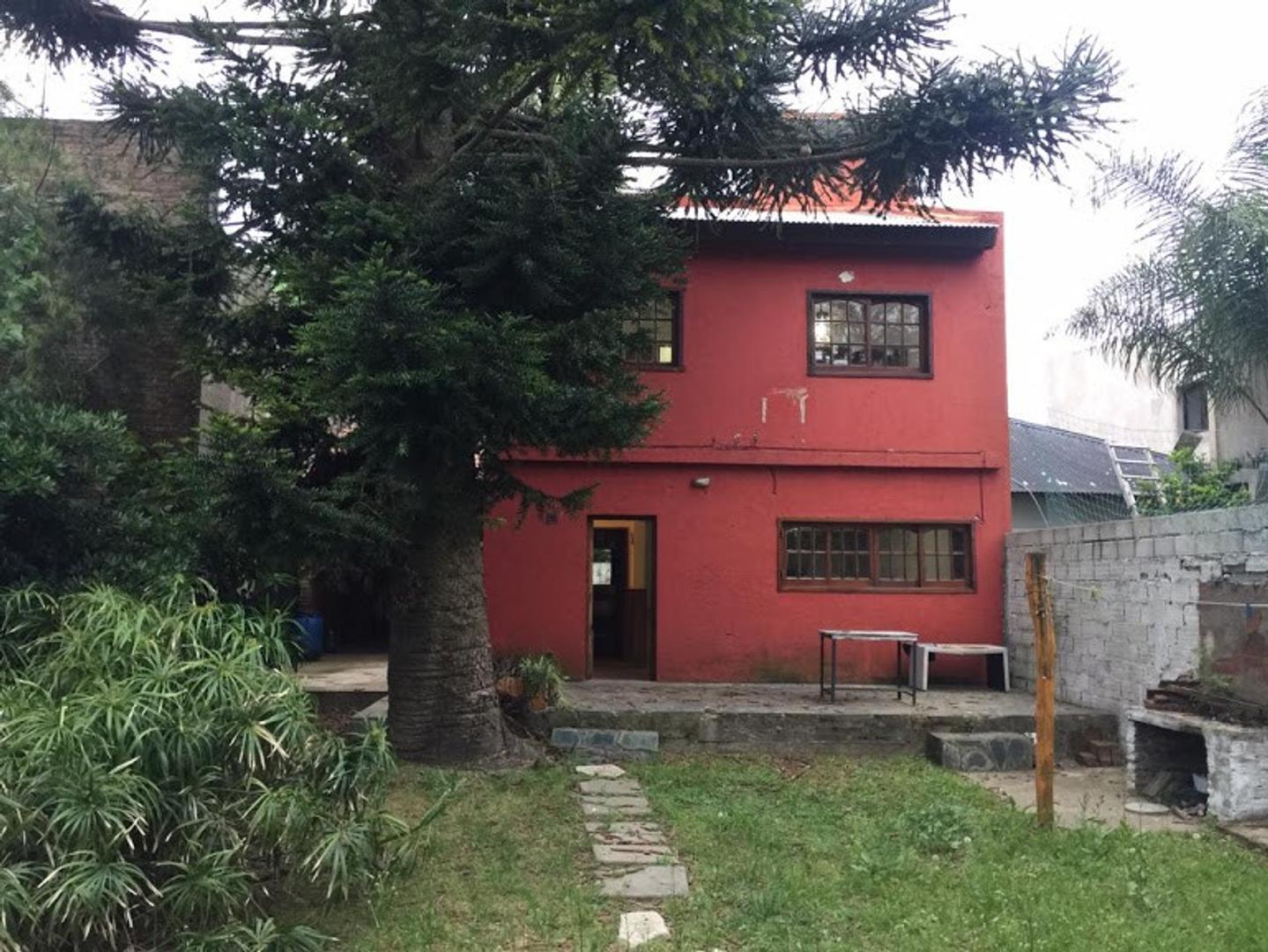 Alquilo casa en Gonnet. 500 e/ 25 y 26