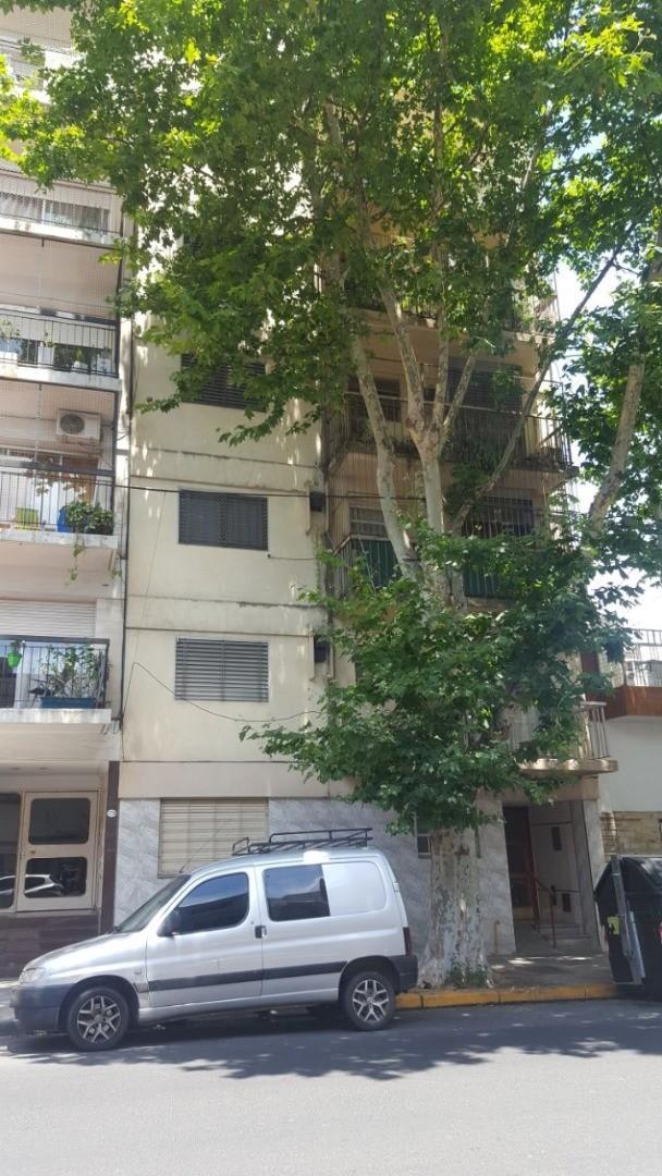 Dpto 2 ambientes planta baja, excelente zona, 33 mts cuadrados, patio!