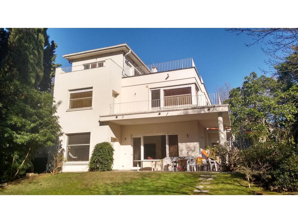 Casa racionalista actualizada en el corazón de Vicente López.