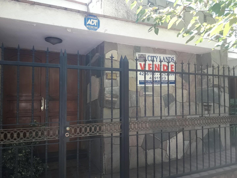 CASA EN VENTA EN VILLA NUEVA, SOBRE BANDERA DE LOS ANDES, IMPECABLE!!