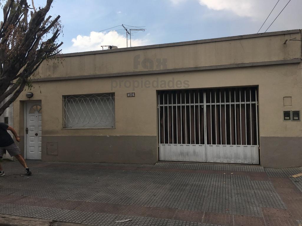 TIPO CASA FRENTE CON GARAGE