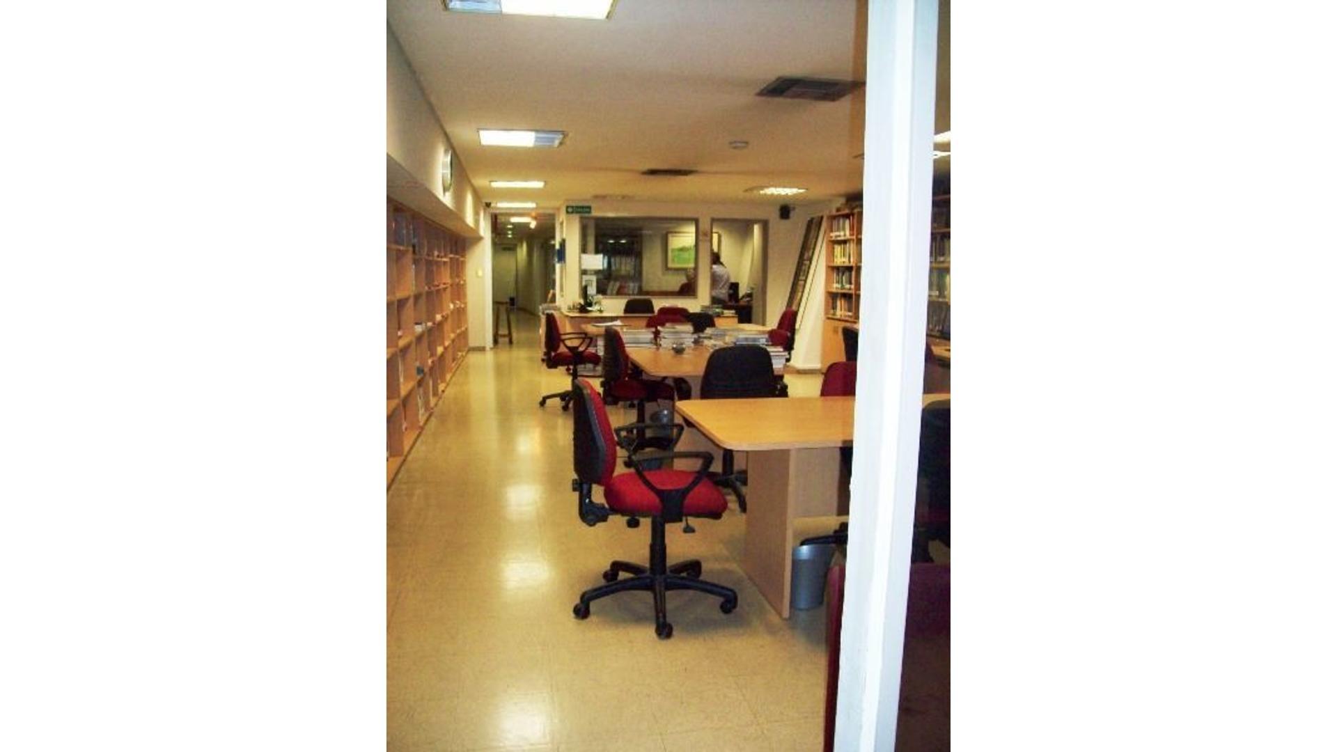 Impecable local comercial - 800 m2 - Excelente ubicación - Av. Corrientes 1800
