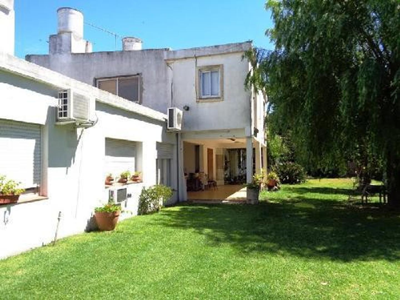 Casa en Venta en Parque Cisneros - 15 ambientes