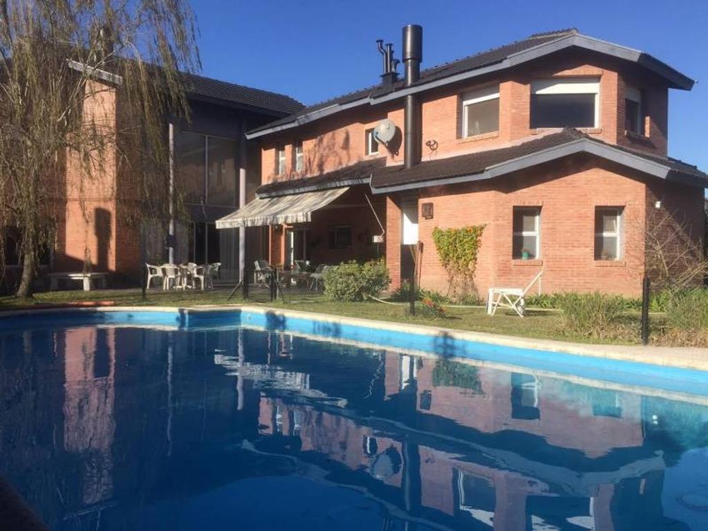 Casa de ladrillo a la vista en VENTA en LAGUNA DEL SOL sobre LOTE INTERNO, muy bien ubicada