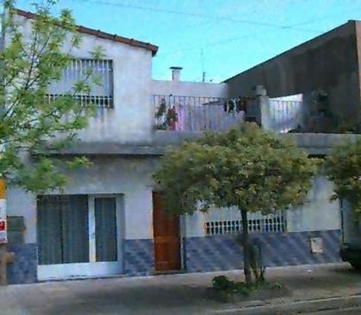 CASA CON LOCAL,PQUE AVELLANEDA, 3 amb, escritorio, 2 baños,Cocina Comedor IMPECABLE