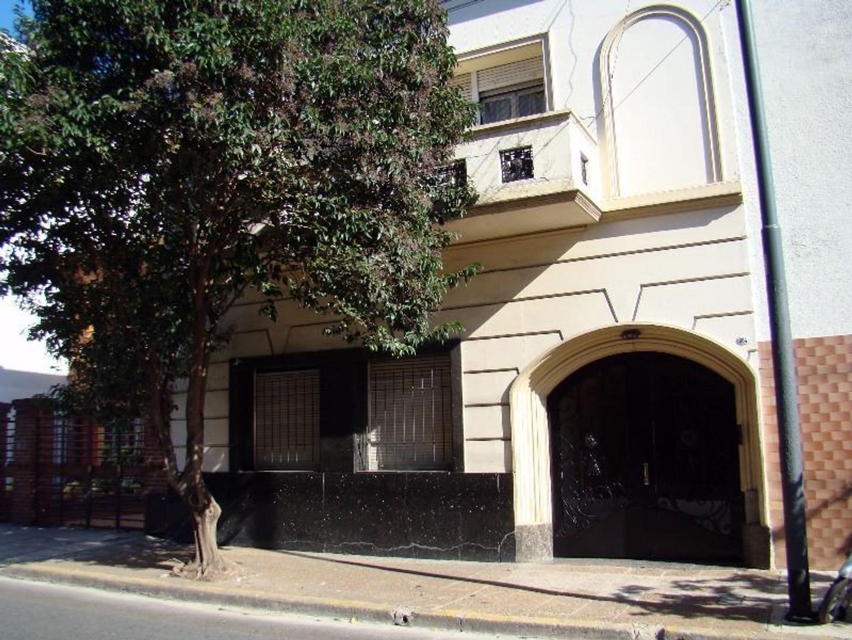 APTO CREDITO Departamento 2 ambientes -  2º Piso por escalera - Muy bajas expensas - Buena ubicación