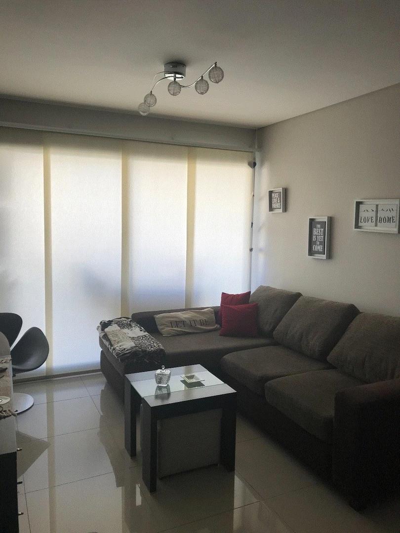 Vendo departamento de 3 ambientes luminoso excelente estado con cochera techada