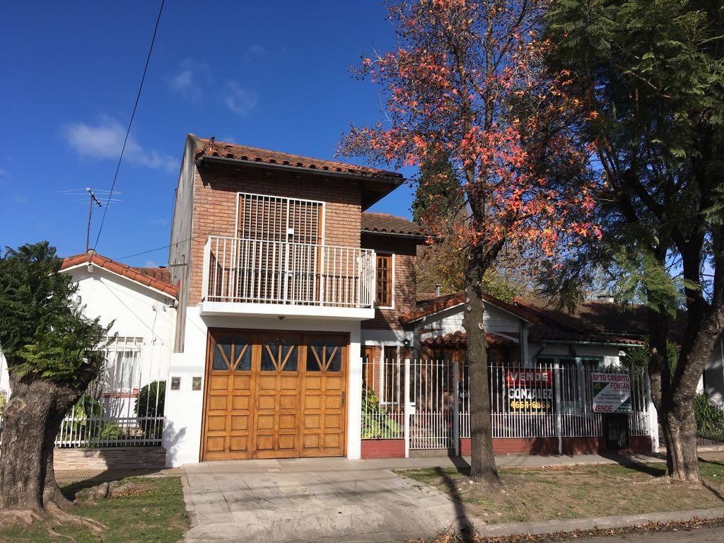 Casa Chalet Con 4 Dormitorios, Pileta Y Garaje Para 3 Autos